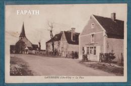 21- LAPERRIÈRE-La Place-l'épicerie DUMAS Mercerie, Animée- écrite- 9 X 14 - KARRER - France