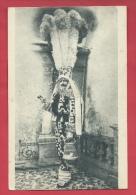 Binche - Gille ... Antique, Chez Le Photographe  - Edit : Bourgeois  & Fils ( Voir Verso ) - Binche