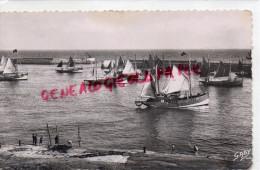 14 - PORT EN BESSIN - BARQUES AU MOUILLAGE - Port-en-Bessin-Huppain