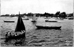 33 ANDERNOS -- Bateaux Sur Le Bassin. - Andernos-les-Bains