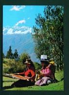 PERU  -  Cusco  Native Spinner And Weaver  Unused Postcard - Peru