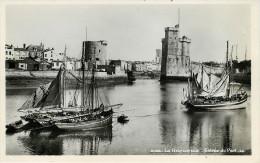 Dep 17 - La Rochelle - Dép 56 - Ile De Groix - Bateaux De Pêche - Gresillons  ? - Gresillon  ? - Bateaux A Identifier