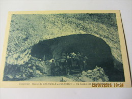 Cpa DAUPHINE: Route De Grenoble Au Glandon - Un Tunnel De Neige à  Maupas - Non Classificati