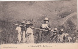 MADAGASCAR - En Filanzane - Madagaskar