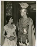 Joan Rice Ken Buckle Gladiateur Dans Quo Vadis Carlton Theatre Londres Ancienne Photo De Presse 1952 - Famous People