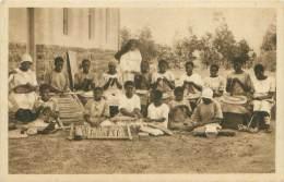 NATAL - On Apprend Le Tricot, La Dentelle, La Vannerie à L'Ecole Professionnelle D'Inkamana - Afrique Du Sud