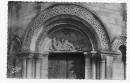 SAINT MICHEL SUR CHARENTE - N° 4189 - TYMPAN DE LA PORTE D' ENTREE DE L' EGLISE - CARTE FORMAT CPA NON VOYAGEE - France