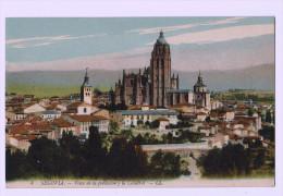 8274  CPA  SEGOVIA  : Vista De La Poblacion Y La Catedral - Segovia