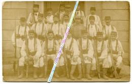 14-18 / CARTE PHOTO / 98e RI ( ROANNE ) / 1917 / CASERNE COMBES ??? 98e RÉGIMENT D' INFANTERIE - Guerra, Militares