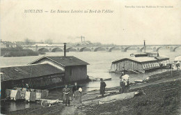 03 - Moulins - Allier - Les Bateaux Lavoirs Au Bord De L'Allier - Cpa Animée -  Voir Scans - Moulins