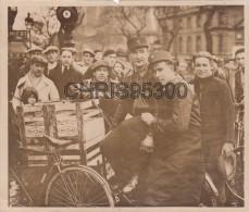 PHOTO DE PRESSE ANCIENNE - COURSE DE TRIPORTEURS - VELO - PARIS - Ciclismo