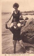 14 LANGRUNE Sur Mer Baigneuses Sportives En Maillot De Bain 1930 CPA - France