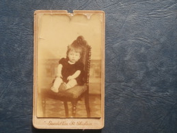 Photo CDV  Gandibleu à St Ghislain  Enfant Assis Sur Une Chaise - Circa 1890 - L240H - Old (before 1900)