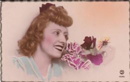 FETE-----jeune Femme + Fleurs---voir 2 Scans - Femmes