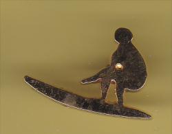 48407-Pin's. Planche De Surf.signé FB. - Waterski