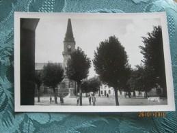 Cleguerec L'eglise Et La Place - Cleguerec
