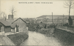 76 NEUFCHATEL EN BRAY / Rivière, Entrée De La Gare / - Neufchâtel En Bray