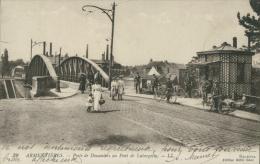 59 ARMENTIERES / Poste De Doauniers Au Pont De Latargette / - Armentieres