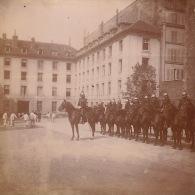 Photo Ancienne Militaire Ecole Caserne Cavalerie Dragon ? - Guerre, Militaire