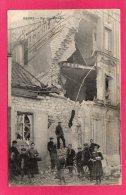 51 MARNE REIMS, Rue Des Crenaux, Animée, Maison Bombardée, (Le Lièvre & Pierret) - Reims