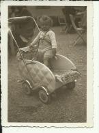 GIRL, BABYWALZ, KINDERWAGEN   --  1943  --  8,7 Cm X 6,5 Cm - Personnes Anonymes