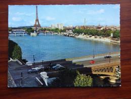 PARIS  ( 75 ) LA TOUR EIFFEL ET LA SEINE - District 07