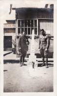 Photo 1918 BREST - Au Camp De Pontanezen ?, Sharp Et Lessinger Devant Un Monument Aux Morts (A132, Ww1, Wk 1) - Brest