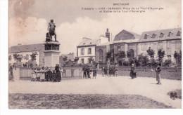 Carhaix - Place De La Tour D'Auvergne Et Statue De La Tour D'Auvergne - Carhaix-Plouguer