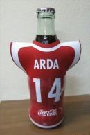 AC - COCA COLA EMPTY BOTTLE & CROWN CAP TURKISH FOOTBALL NATIONAL TEAM NAMES SOCCER - 14 - ARDA - Botellas