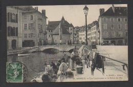 DD / 74 HAUTE SAVOIE / ANNECY / LES LESSIVEUSES ( BLANCHISSEUSES ) AU BORD DU THIOU / TRES ANIMÉE / CIRCULÉE EN 1912 - Annecy