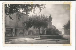 30  CPSM  PONT SAINT ESPRIT FONTAINE DE LA NAVIGATION ET AVENUE DE LA GARE  1958 PAPETERIE - Pont-Saint-Esprit