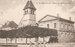 21  C�te d' Or  :  Is-sur-Tille  place de l' H�tel de Ville  r�f  1027