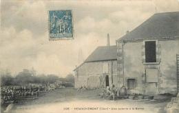 CPA Henrichemont-Une Poterie à La Borne      L2006 - Henrichemont