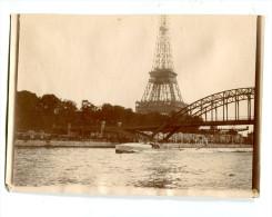 Photographie priv�e Tour Eiffel canot automobile vers 1900