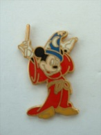 Pin´s MICKEY EN MAGICIEN - Disney