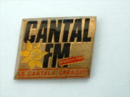 Pin´s RADIO CANTAL FM - Médias