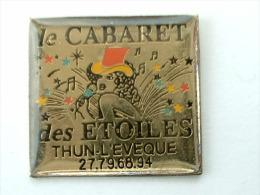 Pin´s PIN UP´S - LE CABARET DES ETOILES - THUN L'EVEQUE - Pin-ups
