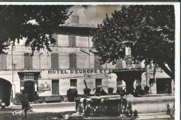 30 GARD PONT SAINT ESPRIT L'HOTEL D'EUROPE ET DE LA POSTE ET LA FONTAINE DU COQ EDITEUR THEOJAC - Pont-Saint-Esprit