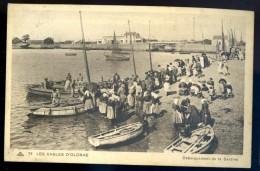 Cpa Du 85 Les Sables D' Olonne -- Débarquement De La Sardine    FEV16 2 - Sables D'Olonne