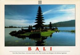 BALI  THE SACRED TEMPLE OF THE LAKE GODDESS     MAXCARD  11,5X16,5    (VIAGGIATA) - Indonesia