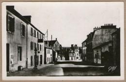 29 / LE FAOU - Route De Landerneau (années 40) - Pompe à Essence, Garage Arnal... - Francia