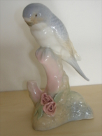 Tres Belle Perruche Porcelaine Valencia Espagne  Porceval Voir Les Photos - Céramiques