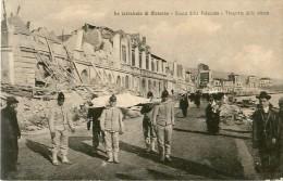 Cpa MESSINA La Catastrofa, Avanzi Della Palazzata - Trasporto Delle Vittime - Messina