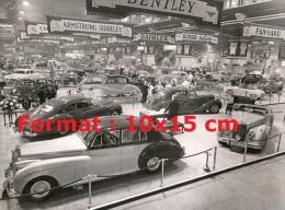 Reproduction D'une Photographie Du Stand Bentley à Un Salon Automobile - Reproductions