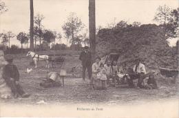 25556 Bucherons En Foret - Sans Editeur - En France - Hutte Charbonnier Charbon Bois Famille Enfant Repas Attelage - Métiers