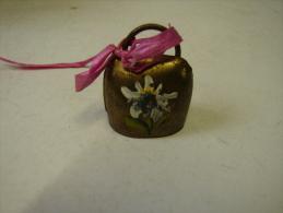 Cloche. 2. Mini Cloche En Laiton. - Bells