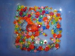Bijoux. 6. Lot De Perles En Plastique Pour Fabriquer Des Colliers - Jewels & Clocks