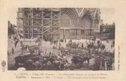 CPA 51 Reims - Les Allemands Campent Sur La Aplce Du Parvis - Reims