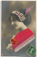 Tres Belle Carte Femme Avec Aigrette , Perles, Robe En Dentelle Brodée - Cartes Postales