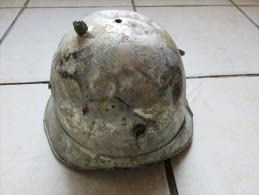 Coque De Casque De Pompier, Couleur Argent, En L'état Pour Pièces - Casques & Coiffures